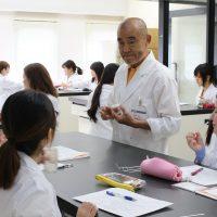 【授業紹介】化粧品開発コース~香料化学~